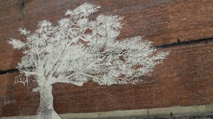 adam-niklewicz-charter-oak-tree-mural-2-585x329