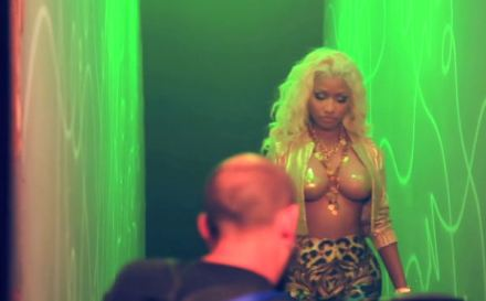 Nicki-Minaj-Freaks-video-BTS-600