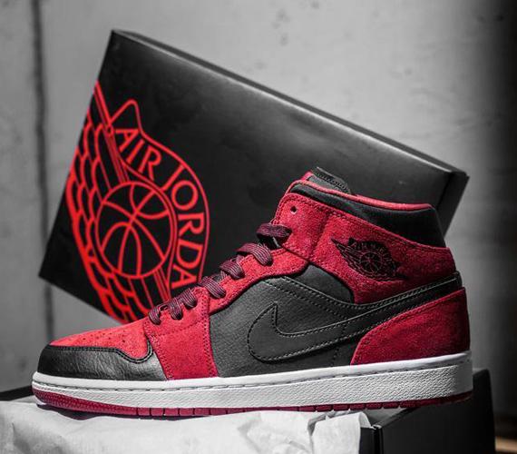 air-jordan-1-mid-red-suede-black-2